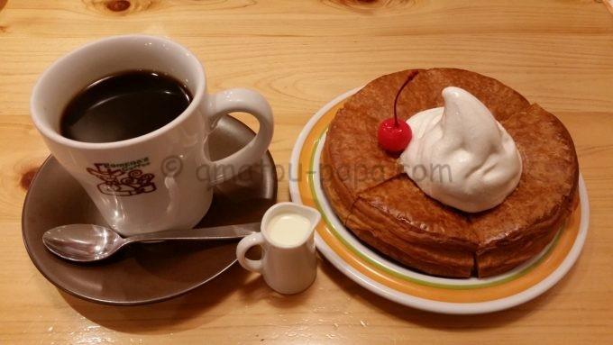 コメダ珈琲店のたっぷりブレンドコーヒーとシロノワール