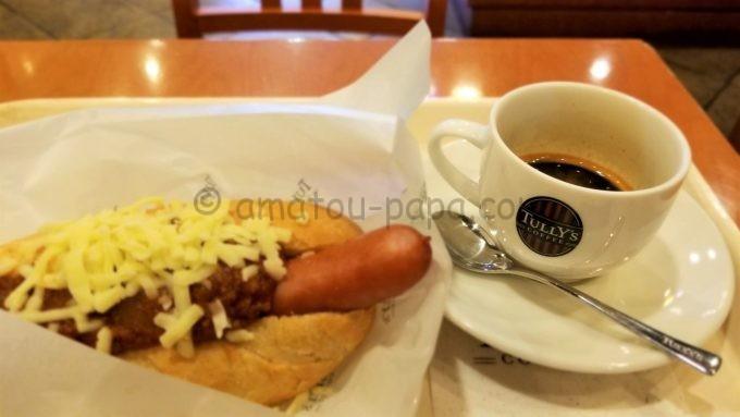 TULLY'S COFFEE(タリーズコーヒー)のエスプレッソコーヒーとボールパークドッグ シュレッドチーズのタコスミート