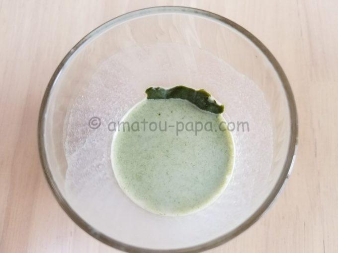 コップの側面に、へばりついた溶け残りを真上から見る