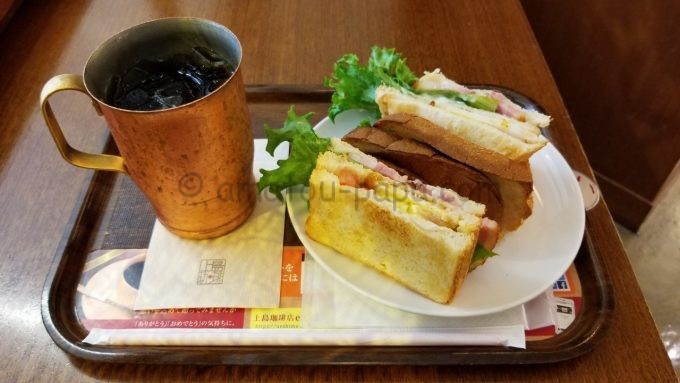 上島珈琲店のアイスコーヒーと厚切りベーコンのクラブハウスサンド