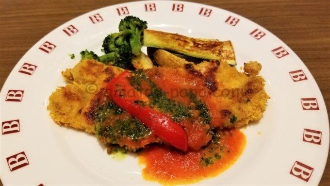 ベーカリーレストラン バケット(BAQET)のチキンカツレツフィレンツェ風 バジル風味トマトソース