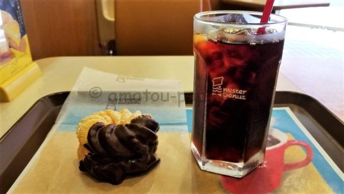 ミスタードーナツのフレンチクルーラーとアイスコーヒー
