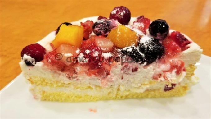 ステーキのどん、フォルクスなどのアークミール全店の誕生日特典(バースデーサービス)のケーキ断面