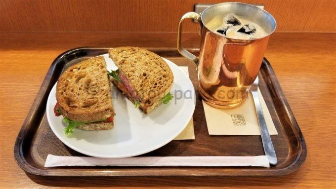 上島珈琲店のランチセレクト(パストラミビーフと厚切りベーコンのサンド&アイスコーヒー)