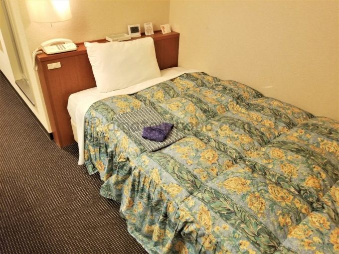 センターホテル大阪のシングルルームのベッド