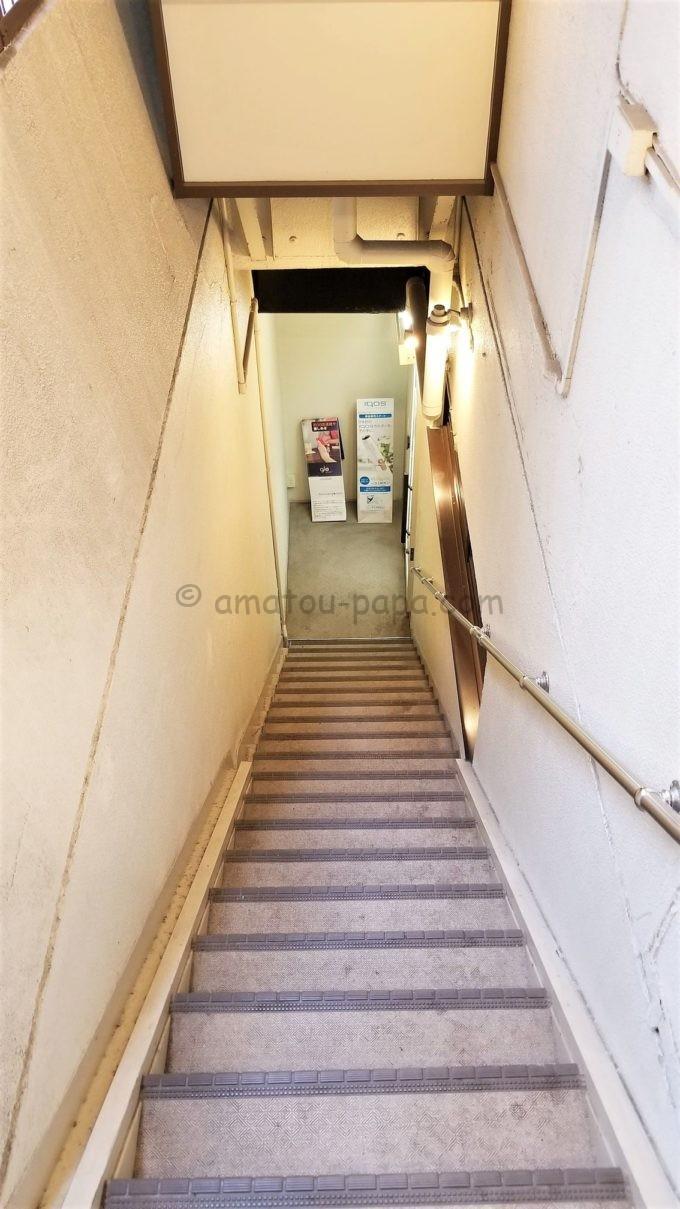 センターホテル東京の朝食会場に続く階段