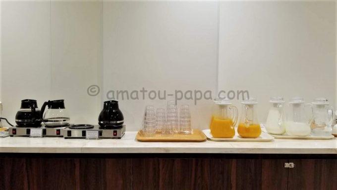 センターホテル東京の朝食(コーヒー、オレンジジュース、牛乳)