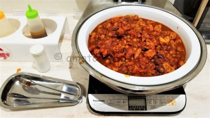 センターホテル東京の朝食(鶏と豆のチリトマト)