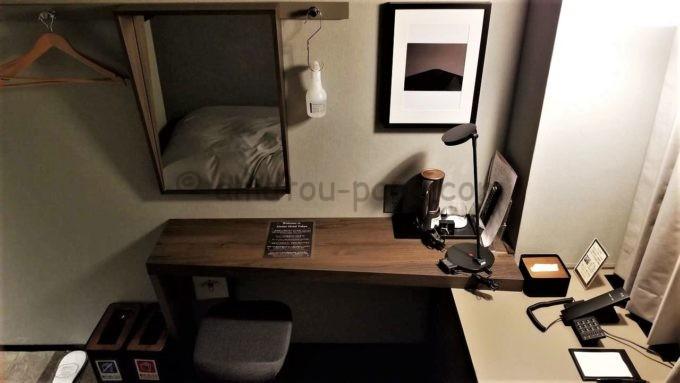 センターホテル東京の部屋にあるテーブルの全体