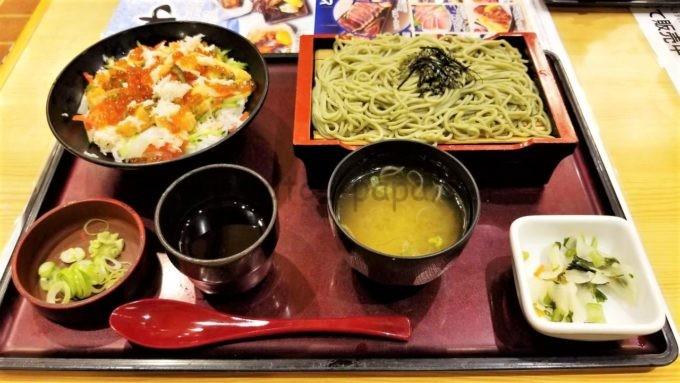 和食レストランとんでんの「オホーツク丼 そばセット」