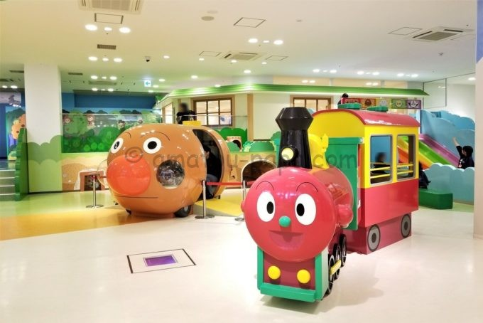 神戸アンパンマンこどもミュージアム&モールのアンパンマン号とSLマン