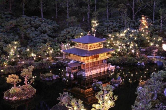 東武ワールドスクウェアのライトアップされた金閣寺