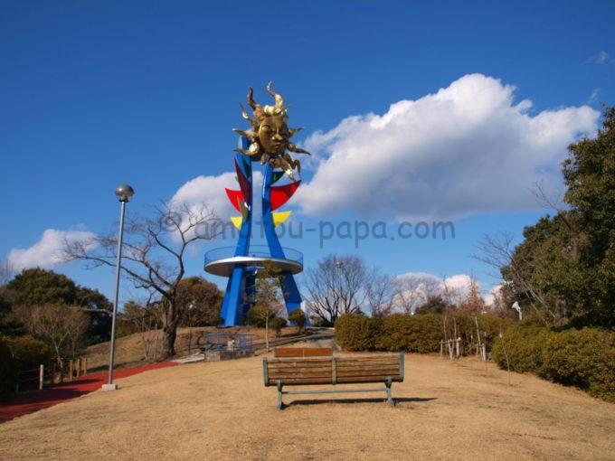 日本モンキーパークの若い太陽の塔