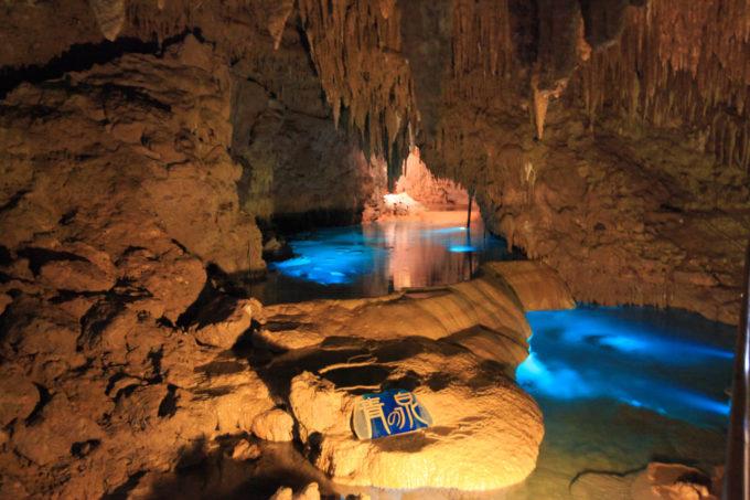 おきなわワールド内の鍾乳洞(青の泉)