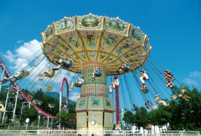 ルスツリゾート遊園地のウェーブスインガー