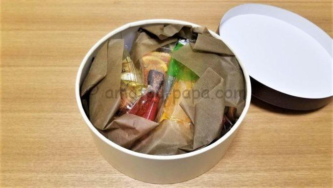 株式会社MORESCOの株主優待品(アンリ・シャルパンティエの洋菓子)のケース開封