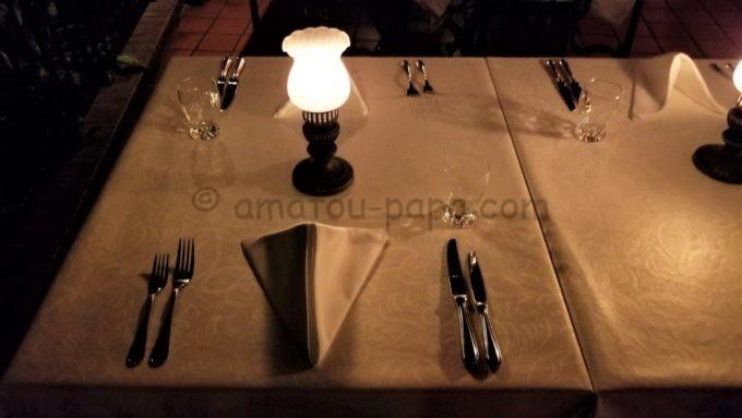 ブルーバイユー・レストランのテーブル