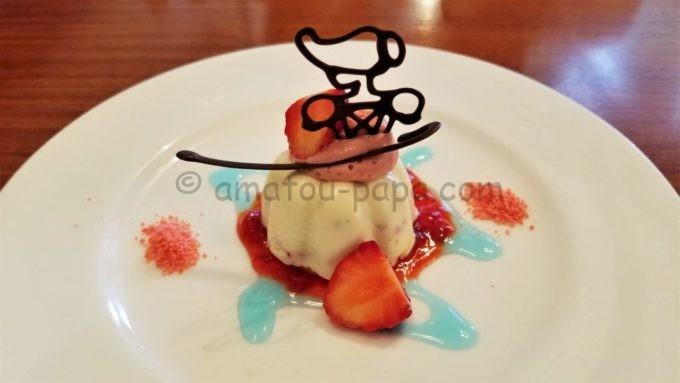 イーストサイド・カフェの「バニララズベリームース」