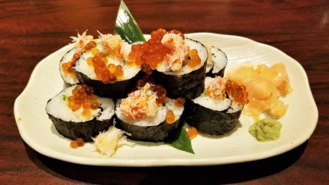 海鮮居酒屋はなの舞のカニといくらのこぼれ巻き寿司