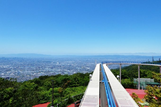 生駒山上遊園地のサイクルモノレール