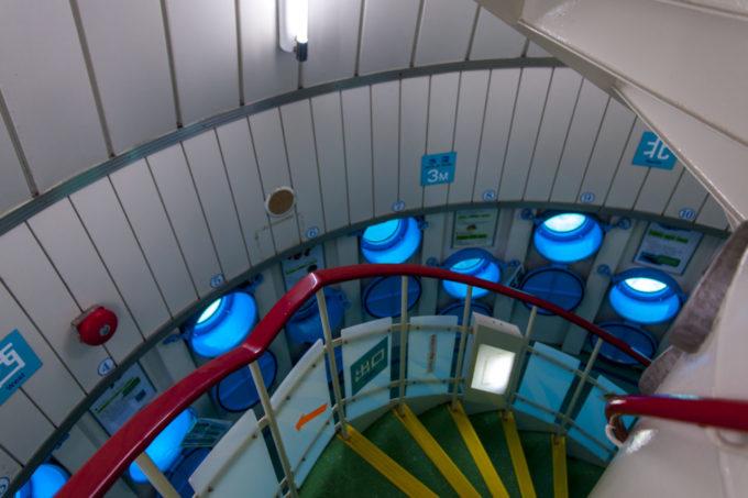 ブセナ海中公園 海中展望塔内