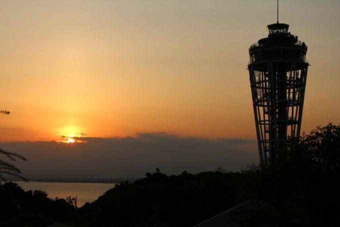 夕方の江の島シーキャンドル(展望灯台)