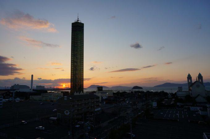 夕方のプレイパーク ゴールドタワー