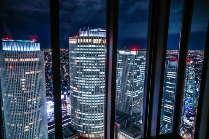 ミッドランドスクエア スカイプロムナード(屋外展望台)からJRタワー方面を眺める