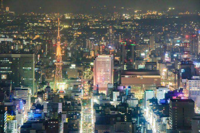 ミッドランドスクエア スカイプロムナード(屋外展望台)から名古屋テレビ塔方面を眺める