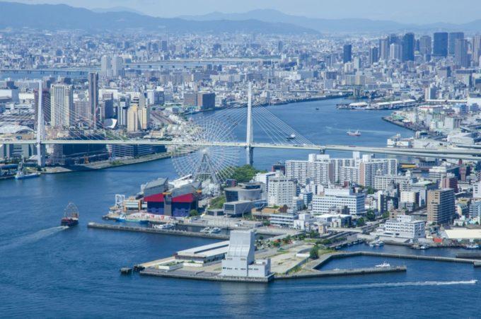 大阪府咲洲庁舎展望台(さきしまコスモタワー展望台)からの大阪湾岸部(北東方向)の眺め