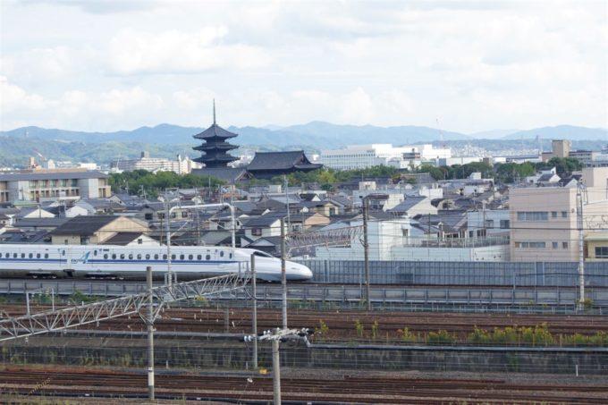 京都鉄道博物館の屋上から見る新幹線(N700系のぞみ)