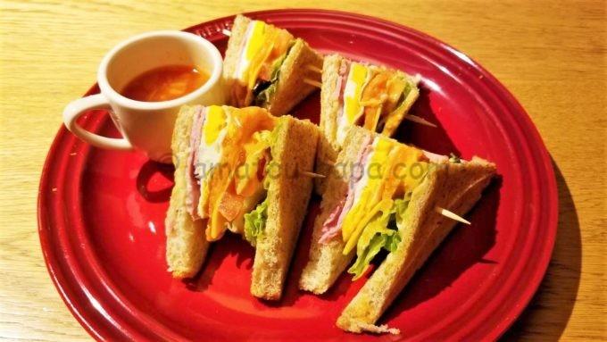 むさしの森珈琲の6種具材のクラブハウスサンド(スープ付)