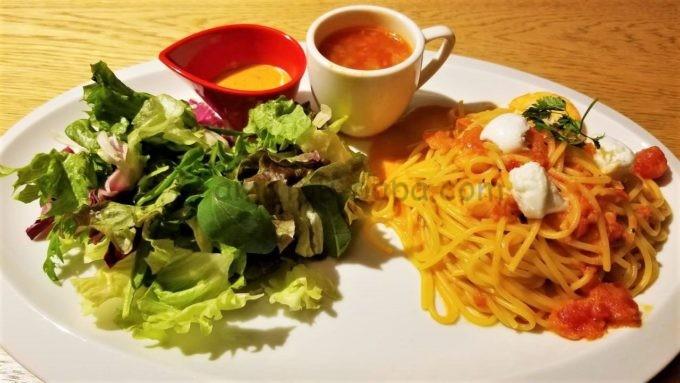 むさしの森珈琲のモッツァレラとシュリンプのトマトパスタ(スープ付)