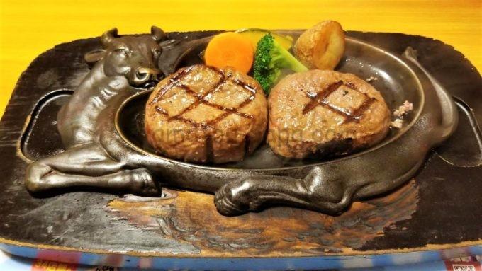 げんこつハンバーグの炭焼きレストランさわやかの「切り分けられたげんこつハンバーグ」