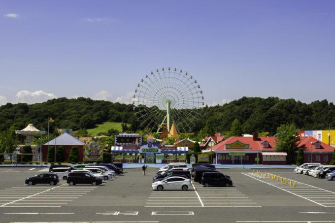 おもちゃ王国(岡山)の駐車場と入り口