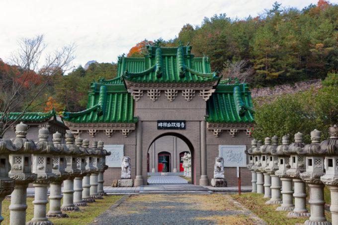 太陽公園の双塔寺の入り口