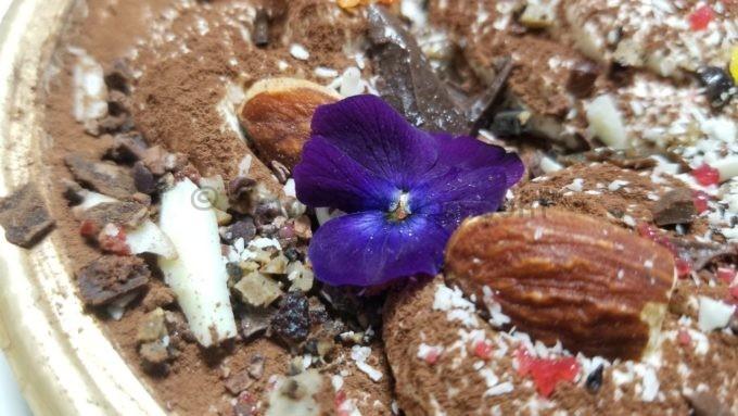 法王のティラミスの食用花