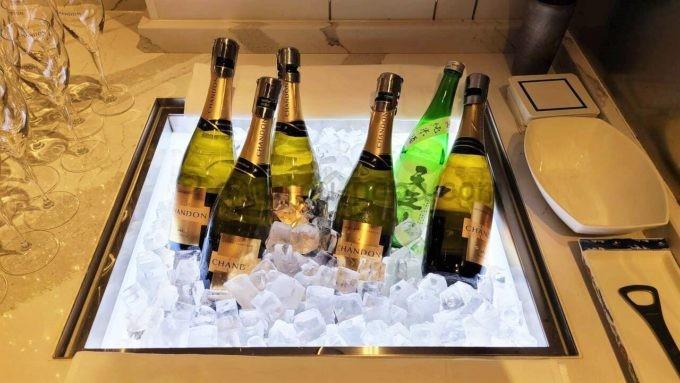 ヒルトン東京のエグゼクティブラウンジのシャンパンと日本酒