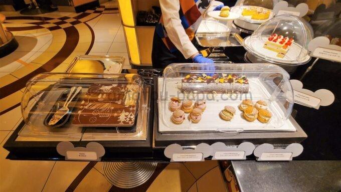 シェフ・ミッキーの「ティラミス」と「シュークリーム」と「ケーキ」