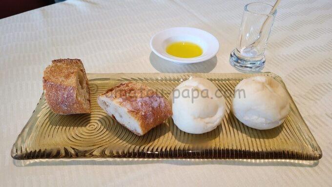 オチェーアノ(OCEANO)のコース料理「パン」