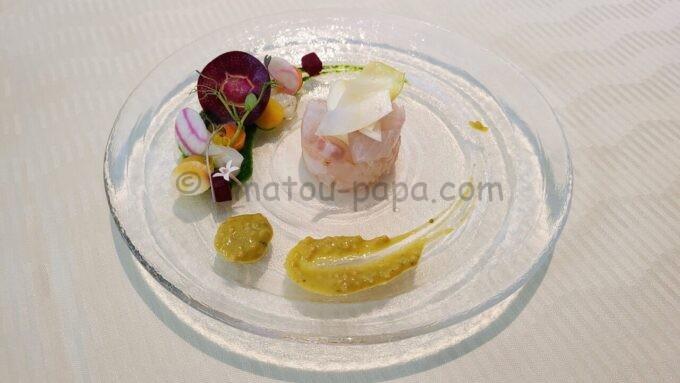 オチェーアノ(OCEANO)のコース料理「鰤のグリル 白ワインソース 蕪と大根のサラダ」