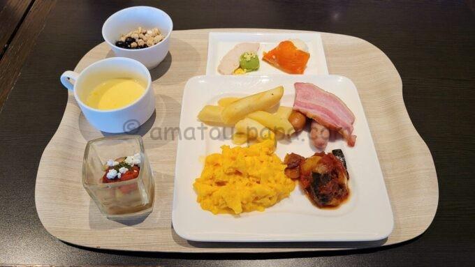 シェラトン・グランデ・トーキョーベイ・ホテルのクラブラウンジの朝食「アメリカンの定食(洋定食)」