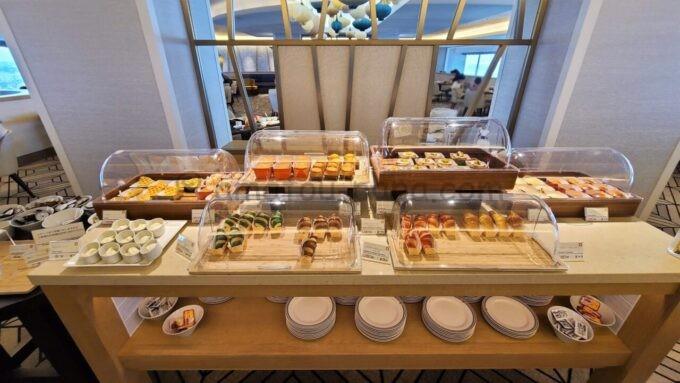 シェラトン・グランデ・トーキョーベイ・ホテルのクラブラウンジの朝食ブッフェ「クロワッサンなどのパン」
