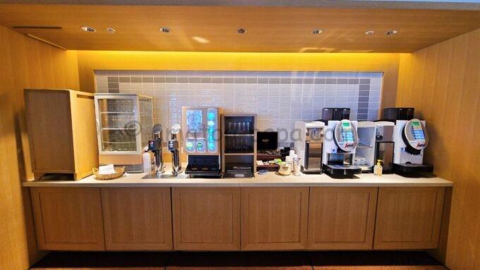 シェラトン・グランデ・トーキョーベイ・ホテルのクラブラウンジのドリンクコーナー(ビールなし)
