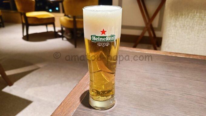 シェラトン・グランデ・トーキョーベイ・ホテルのクラブラウンジのイブニングカクテルサービスで飲み放題のハイネケン(HeineKen)のビール