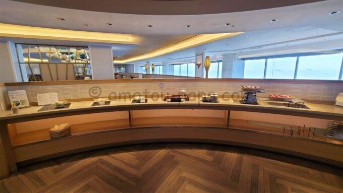 シェラトン・グランデ・トーキョーベイ・ホテルのクラブラウンジのドリンク・オールデイスナックサービスで提供されるスナック
