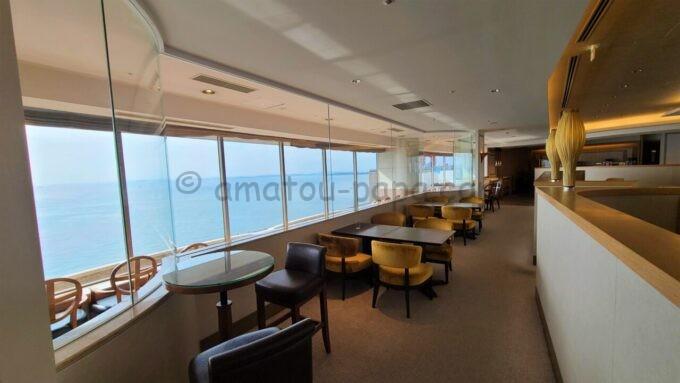 シェラトン・グランデ・トーキョーベイ・ホテルのクラブラウンジの海側の雰囲気