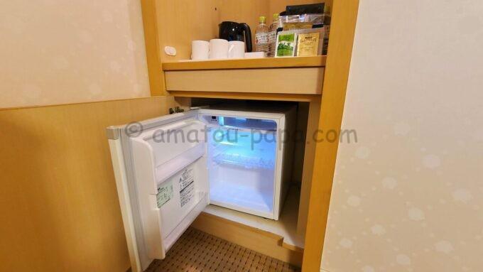 シェラトン・グランデ・トーキョーベイ・ホテルのファミリープレミアムルーム(トレジャーズルーム)に設置されている冷蔵庫