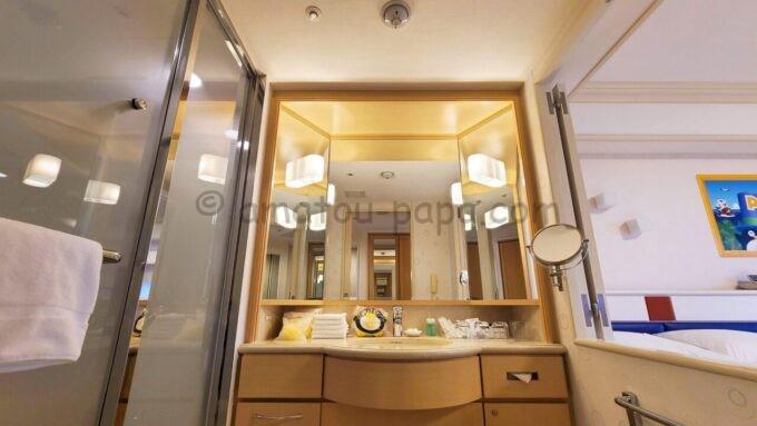シェラトン・グランデ・トーキョーベイ・ホテルのファミリープレミアムルーム(トレジャーズルーム)の洗面台