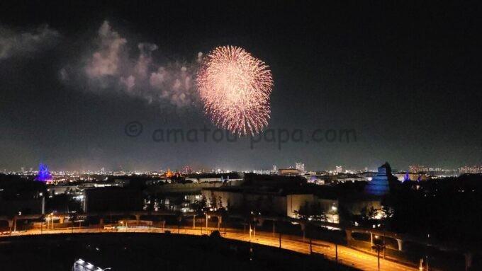 シェラトン・グランデ・トーキョーベイ・ホテルの客室からの景色(ディズニーの花火)